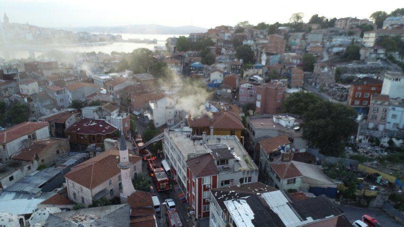 İstanbul'da korkutan otel yangını - Resim: 2