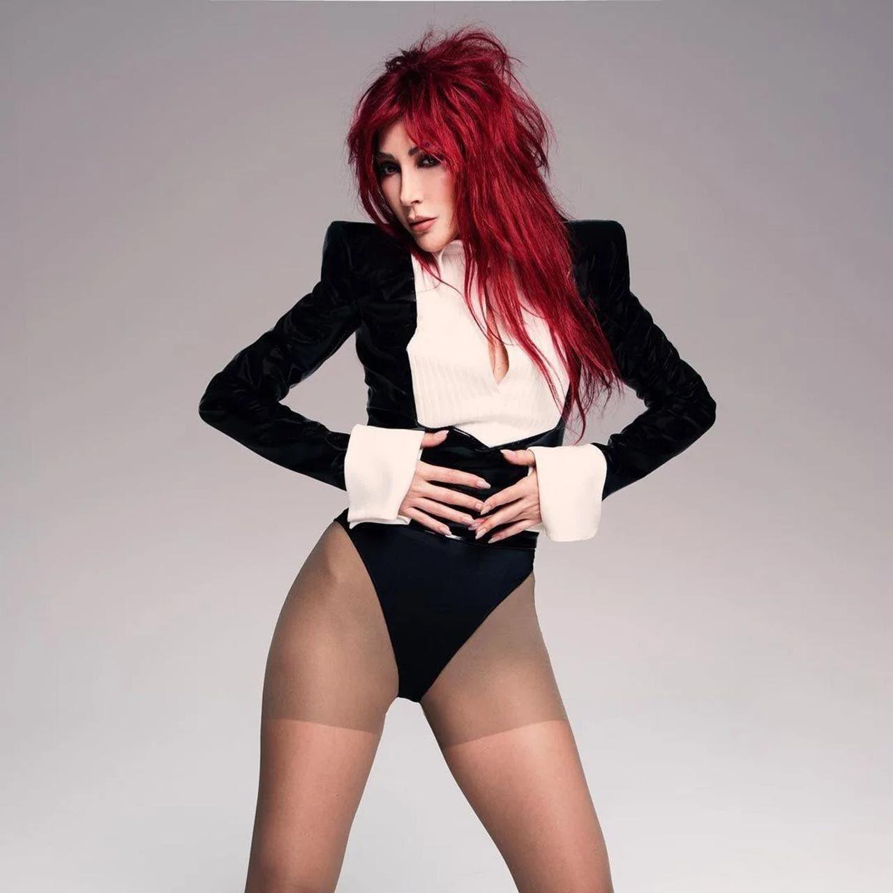 Hande Yener'ten ''yürek'' isteyen dekoltesiyle konsere damga vurdu - Resim: 2