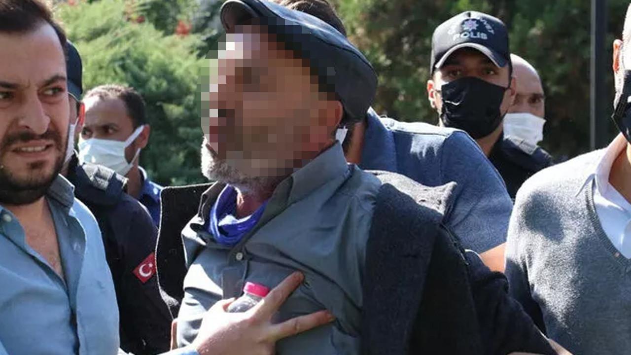 Aşı karşıtlarının eyleminde polise yumruklu saldırı