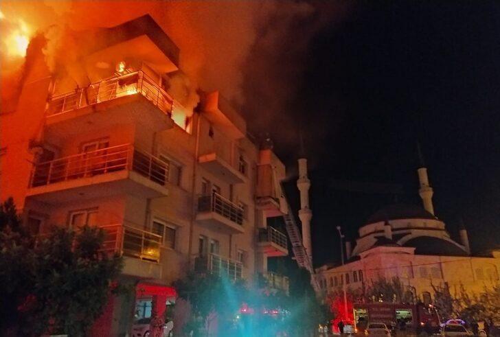 Öfkeli koca binayı ateşe verdi, mahalleli sokağa döküldü - Resim: 1