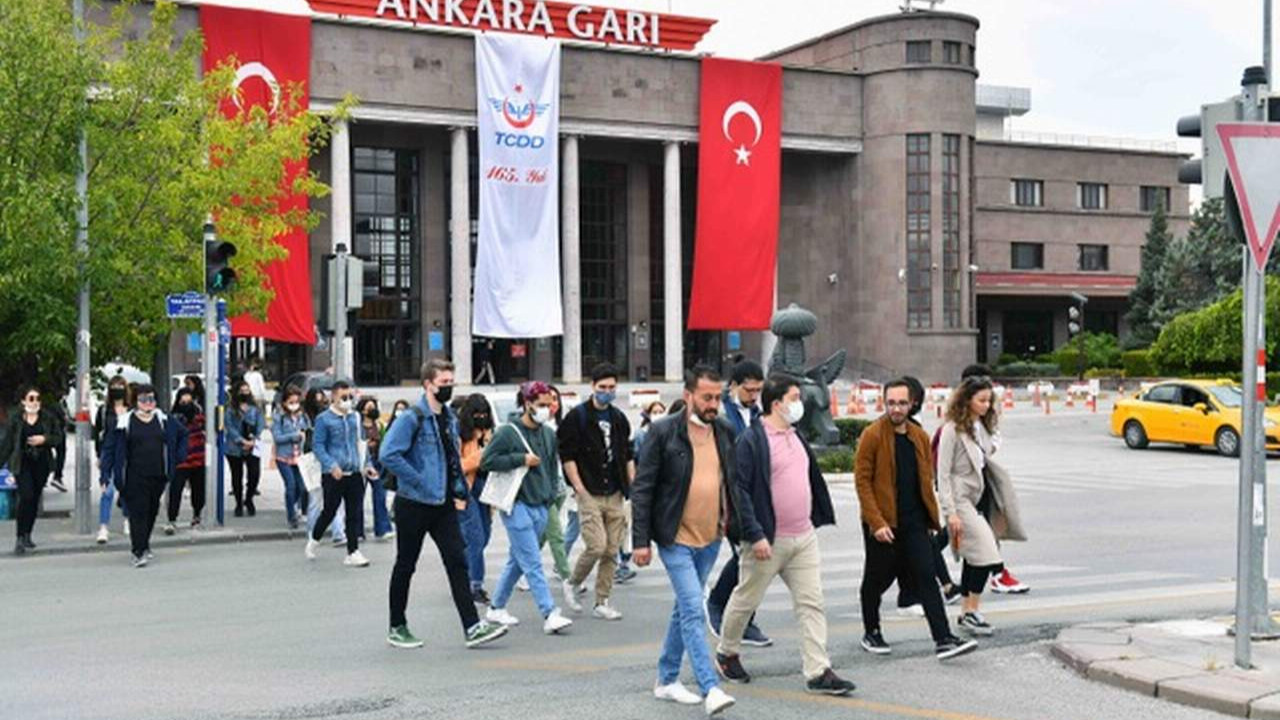 Büyükşehir'den Başkent'te okumaya gelen öğrencilere kent gezisi