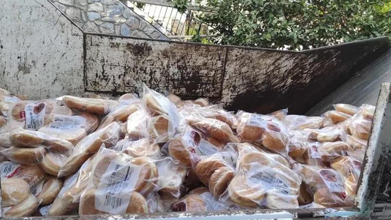 Bodrum'da şoke eden görüntü: Tarihi geçmiş hamburger ekmeklerine el koyuldu