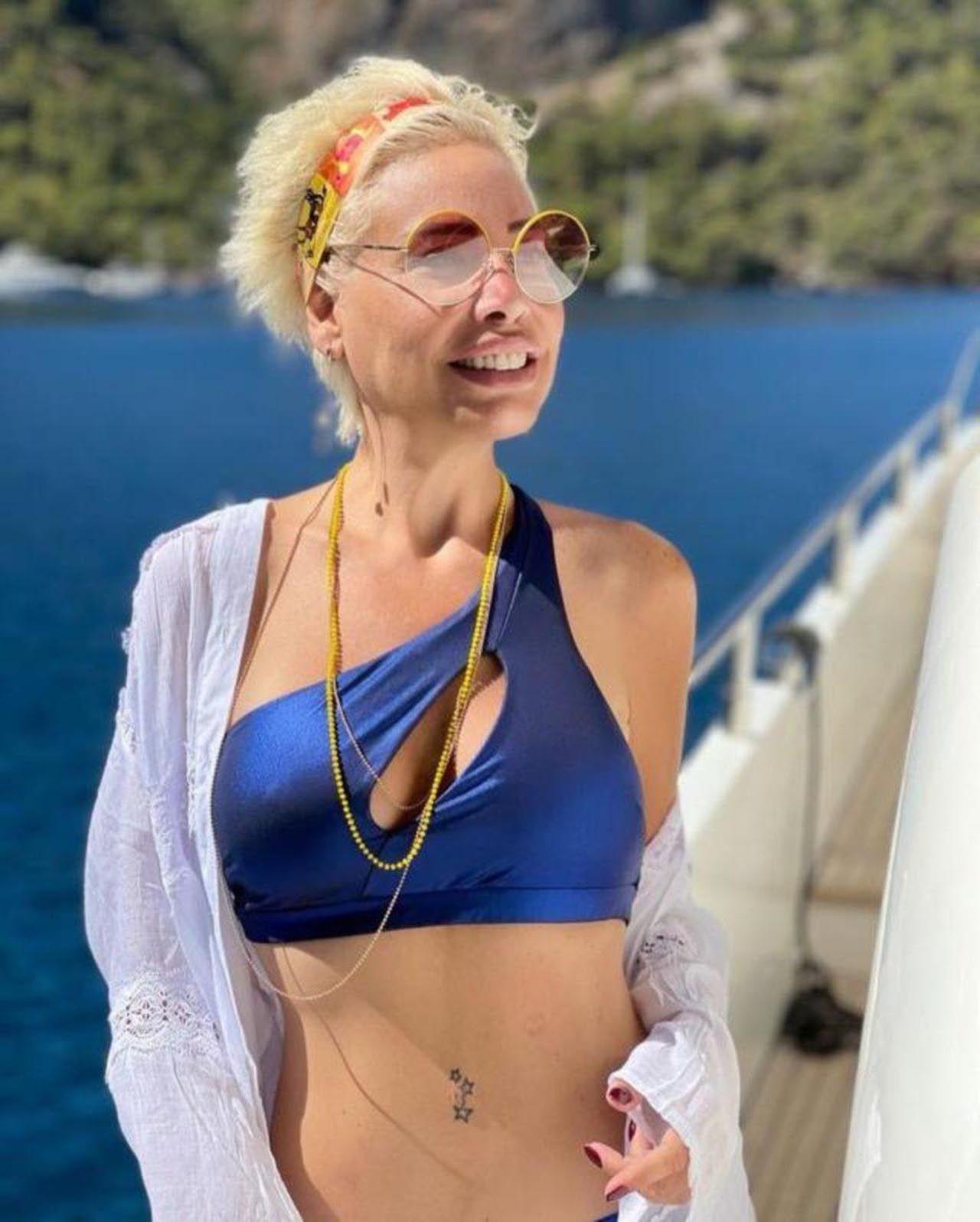 Linet, bikinili pozlarına dikkat çeken yorum: ''Aaa göbek deliği yokmuş!'' - Resim: 1