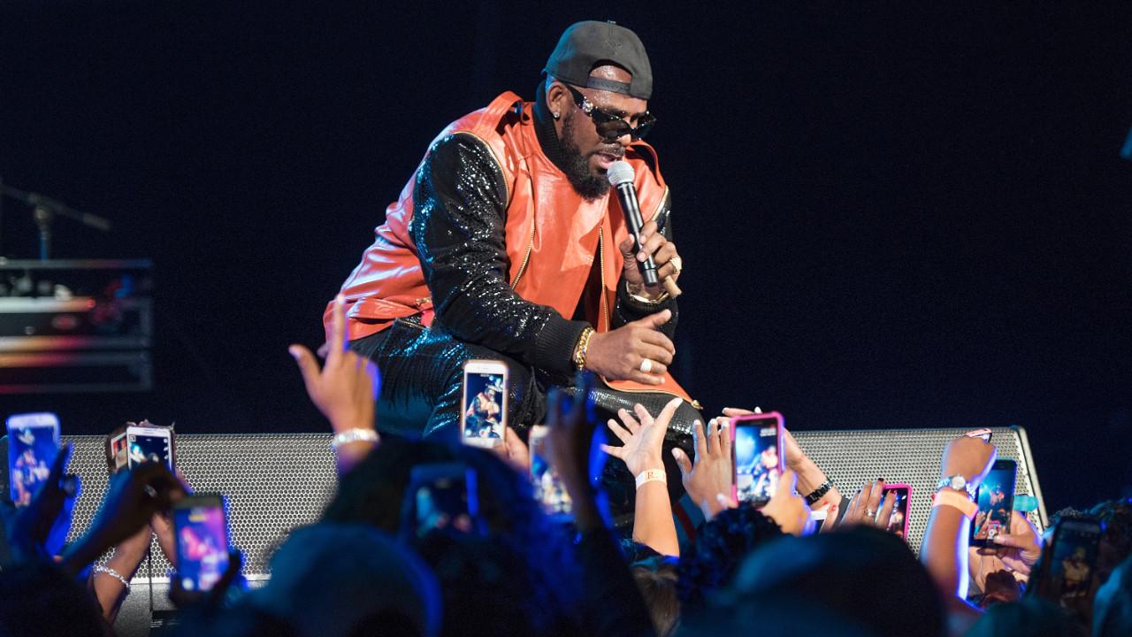 Ünlü şarkıcıya şantaj ve seks ticaretinden ceza