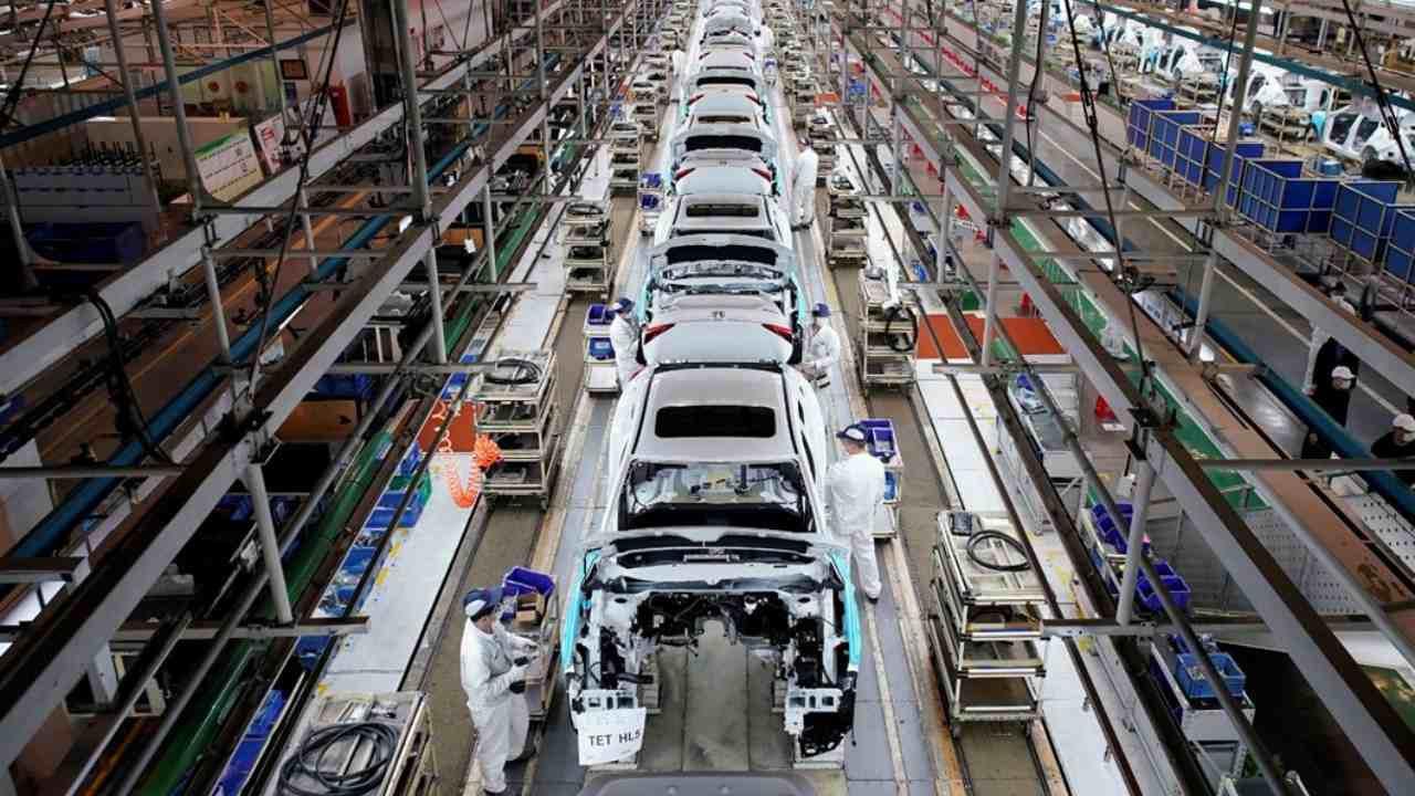 Otomotiv devi Türkiye'den böyle çekildi: Artık Türkiye'de araç üretimi yok!