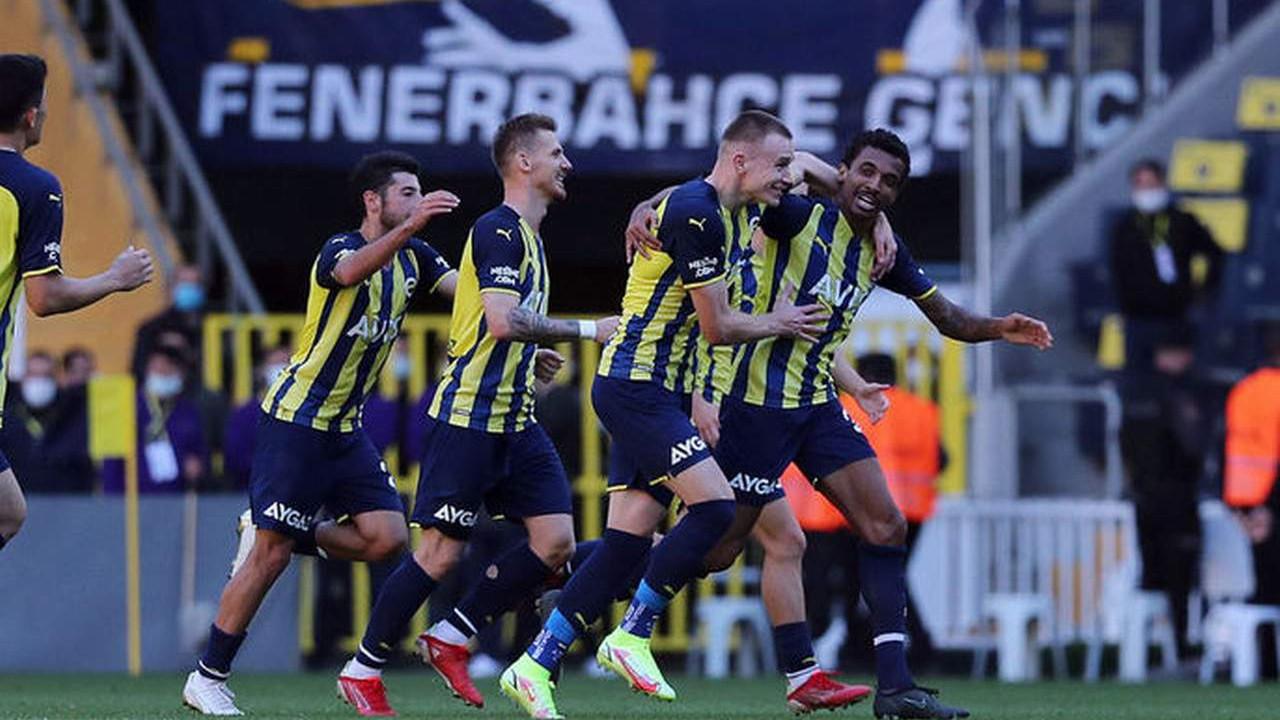 Kasımpaşa engelini de aşan Fenerbahçe liderlik koltuğuna oturdu