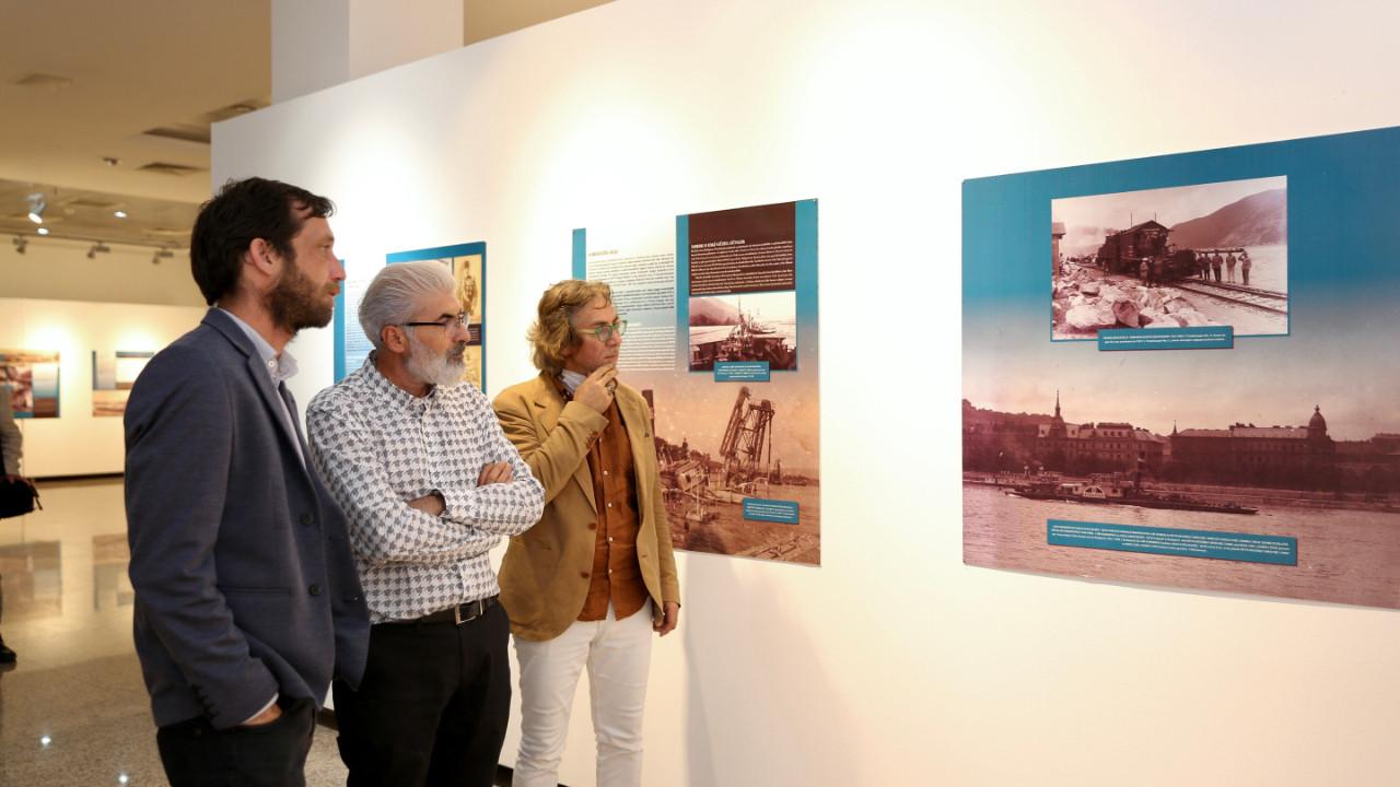 Küçükçekmece Belediyesi'nin ''Doğu'ya açılmak'' sergisi sanatseverleri ağırlıyor