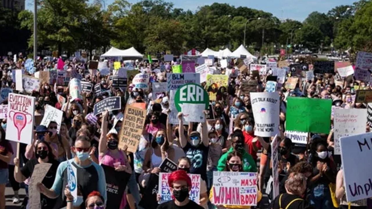 ABD'de kadınlardan ''kürtaj'' yürüyüşü