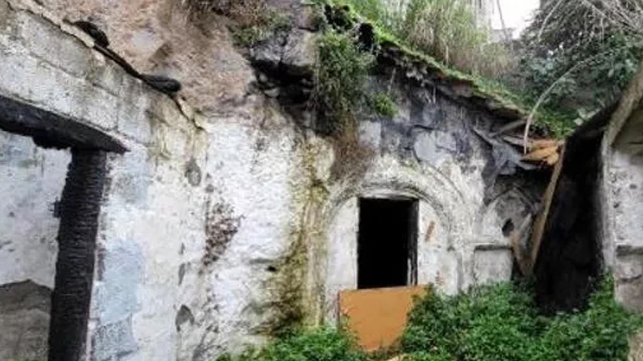 Yangın sonrası 2 bin yıllık şapel ortaya çıktı