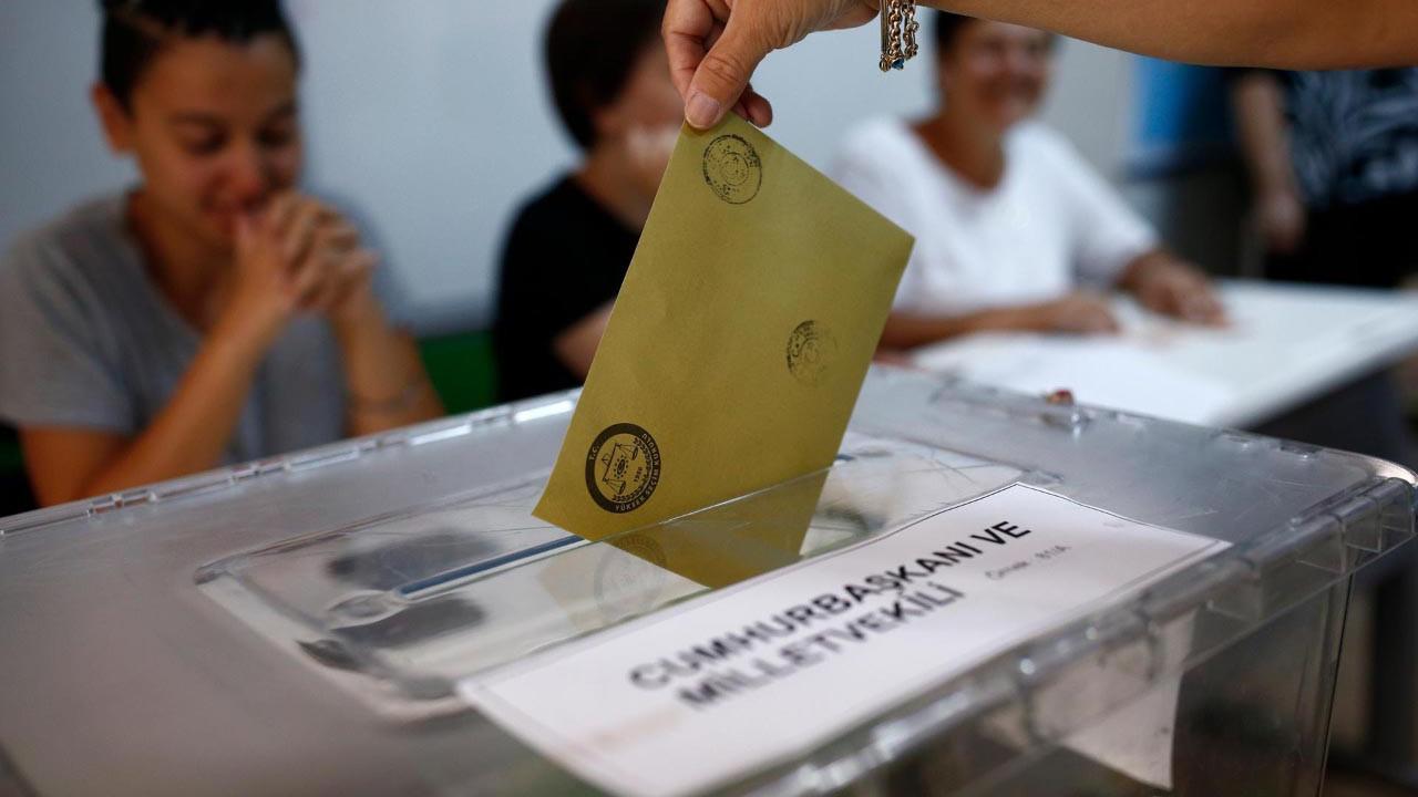 Siyasi partilerin ''başarı oranı'' anketinde tüm partilerin hesaplarını bozacak sonuçlar