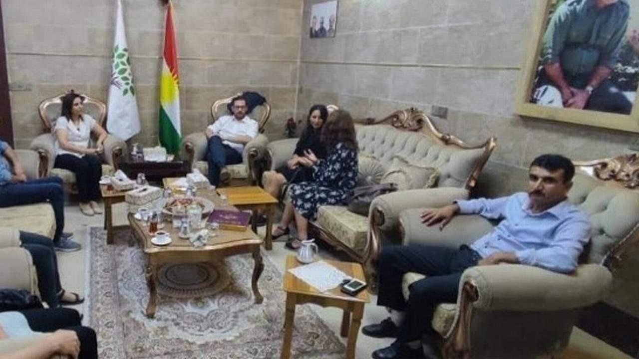 HDP'den bebek katili Öcalan'ın fotoğrafı altında görüşme