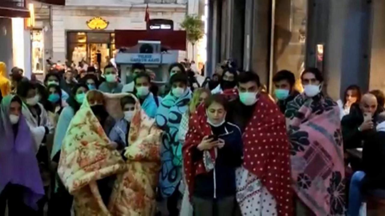''Barınamıyoruz'' diyen öğrencilerden İstanbul'da battaniyeli yürüyüş
