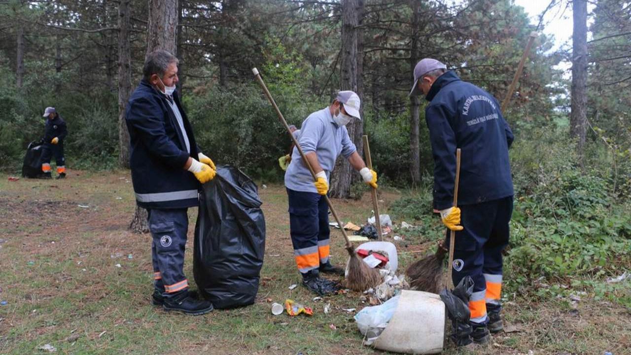 Kartal Belediyesi Aydos ormanını çöplerden arındırdı