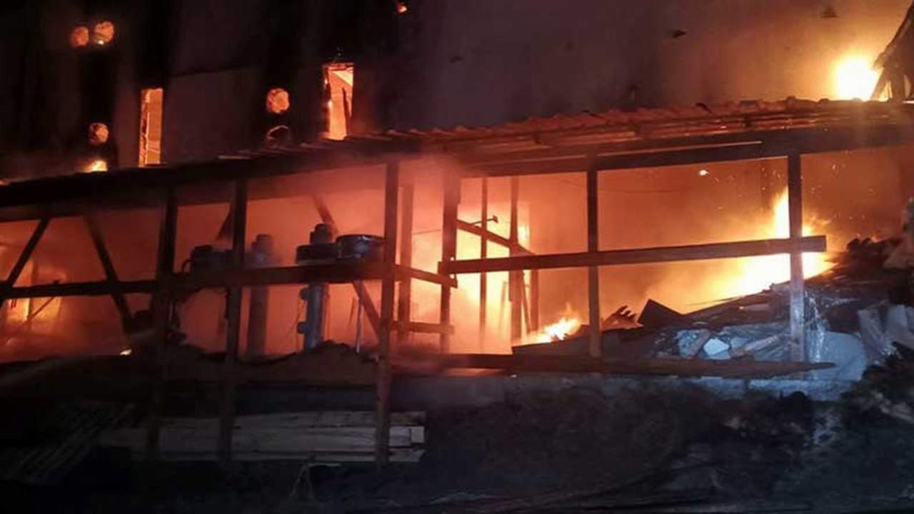 Toptancılar halinde yangın! Alevler geceyi aydınlattı