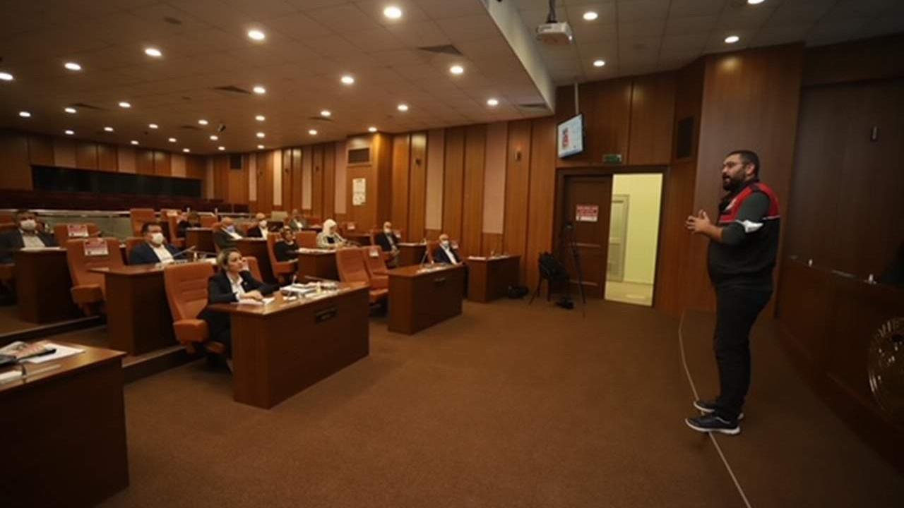 Kartal Belediyesi'nden Meclis üyelerine afet farkındalık eğitimi