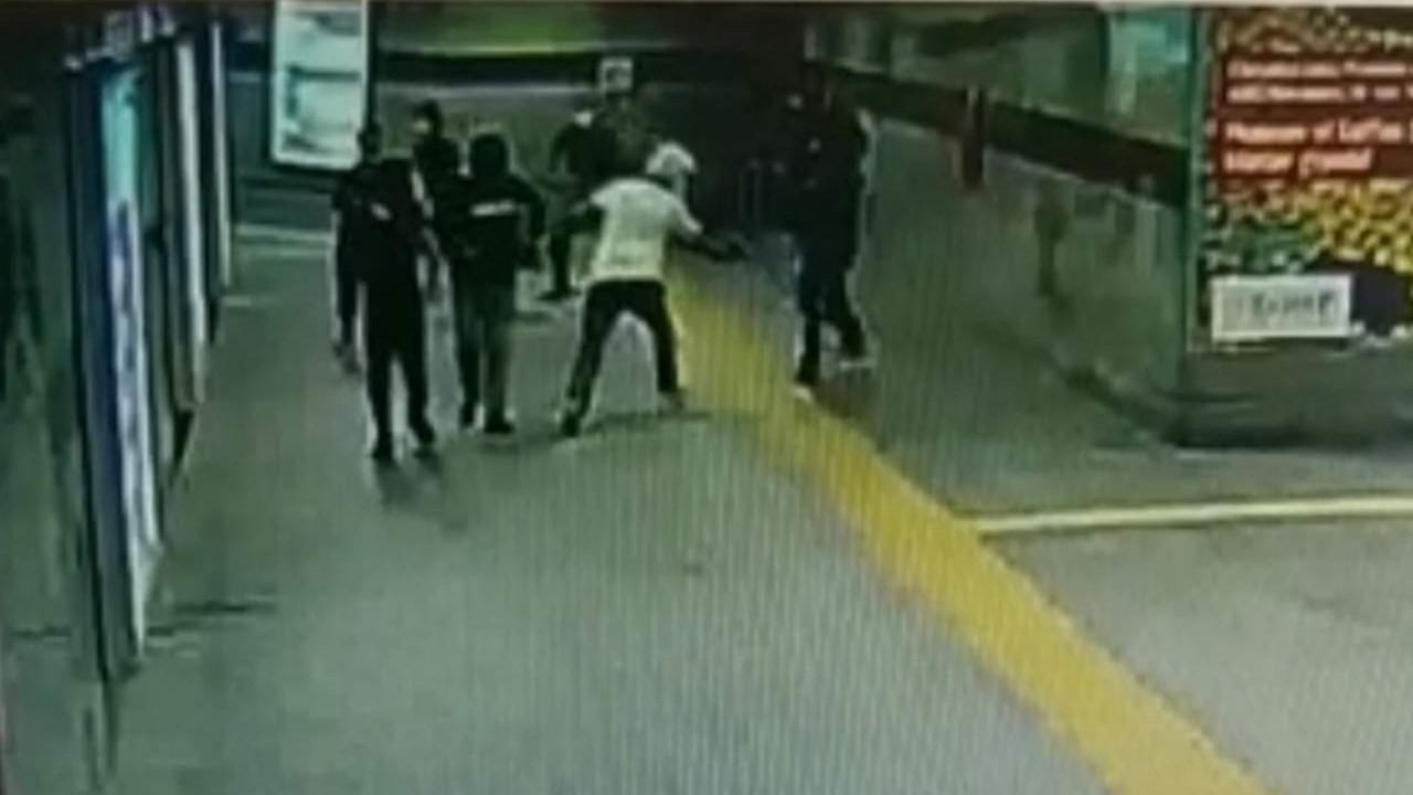 İstanbul Metrosu'nda silahlı saldırı kamerada