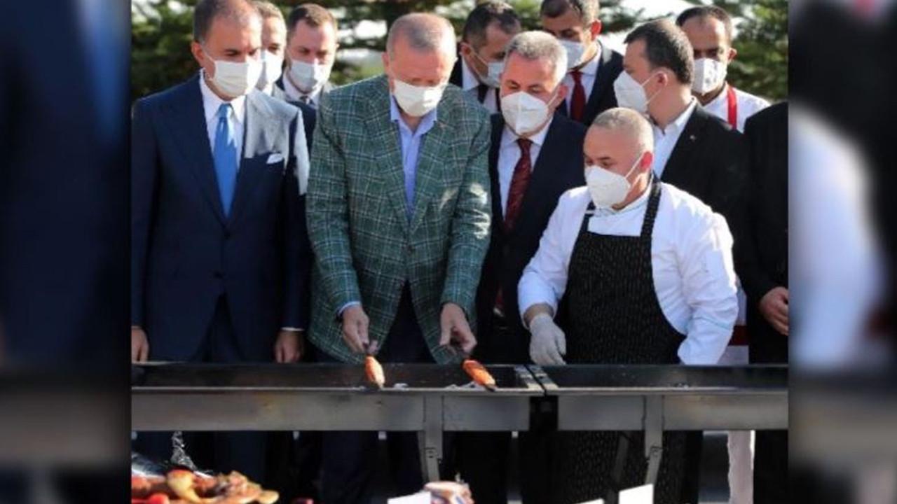 Erdoğan mangal başında kebap pişirdi