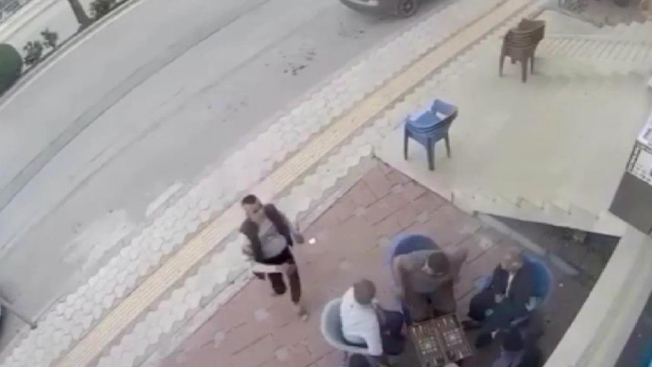 Göz göre göre dehşet! Genç kadına kimse yardım etmedi