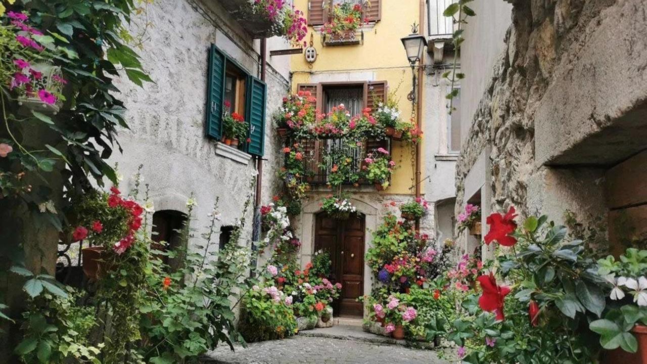 Bu kasabada evler sudan ucuz! 1 Euro'ya satışa çıkarıldı