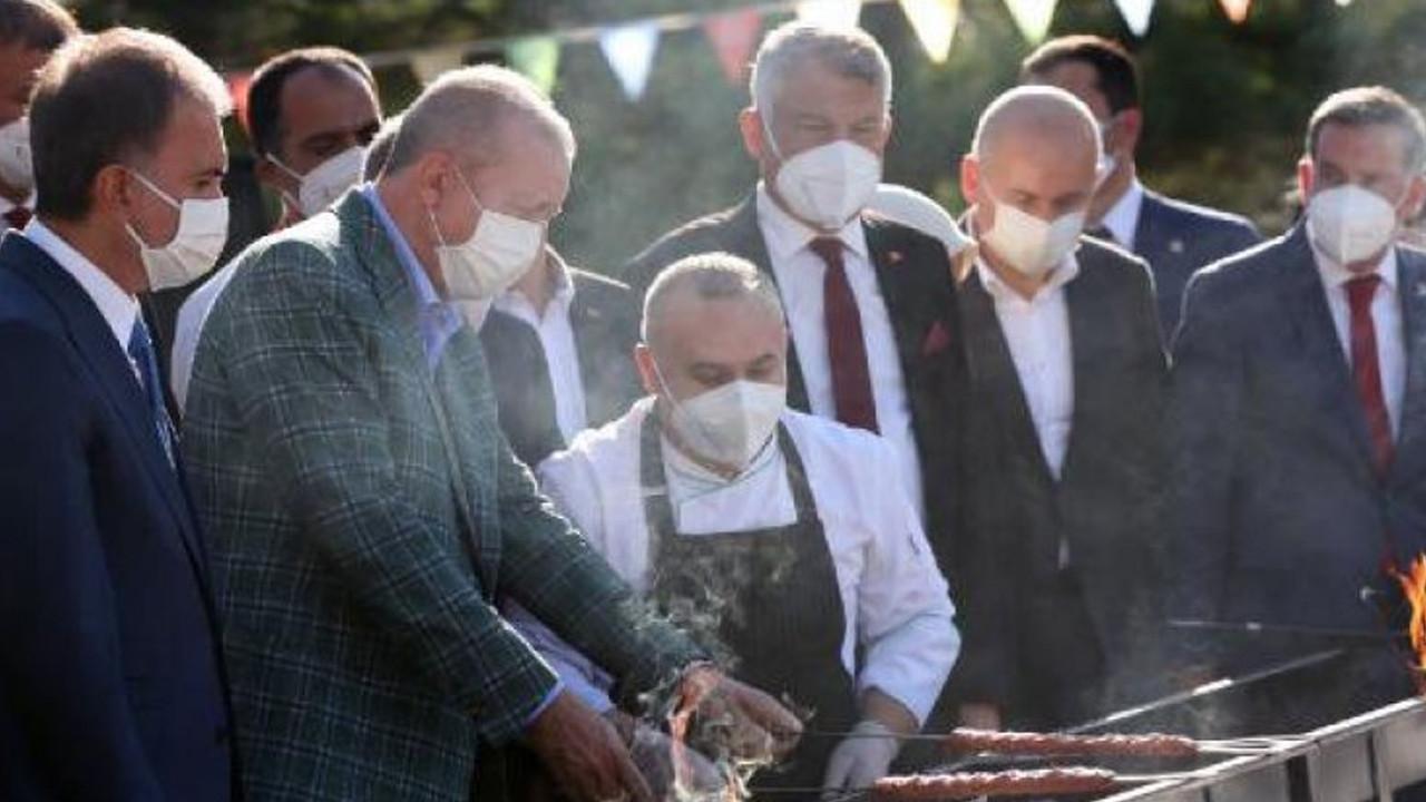 Sosyal medya Erdoğan'ın bu fotoğrafını konuşuyor: Kebapçılarla ilgili son kararınız mı?