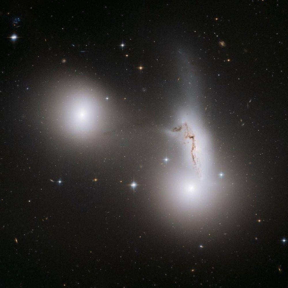 Bilim insanları yansıyan galaksilerin nedenini buldu - Resim: 1