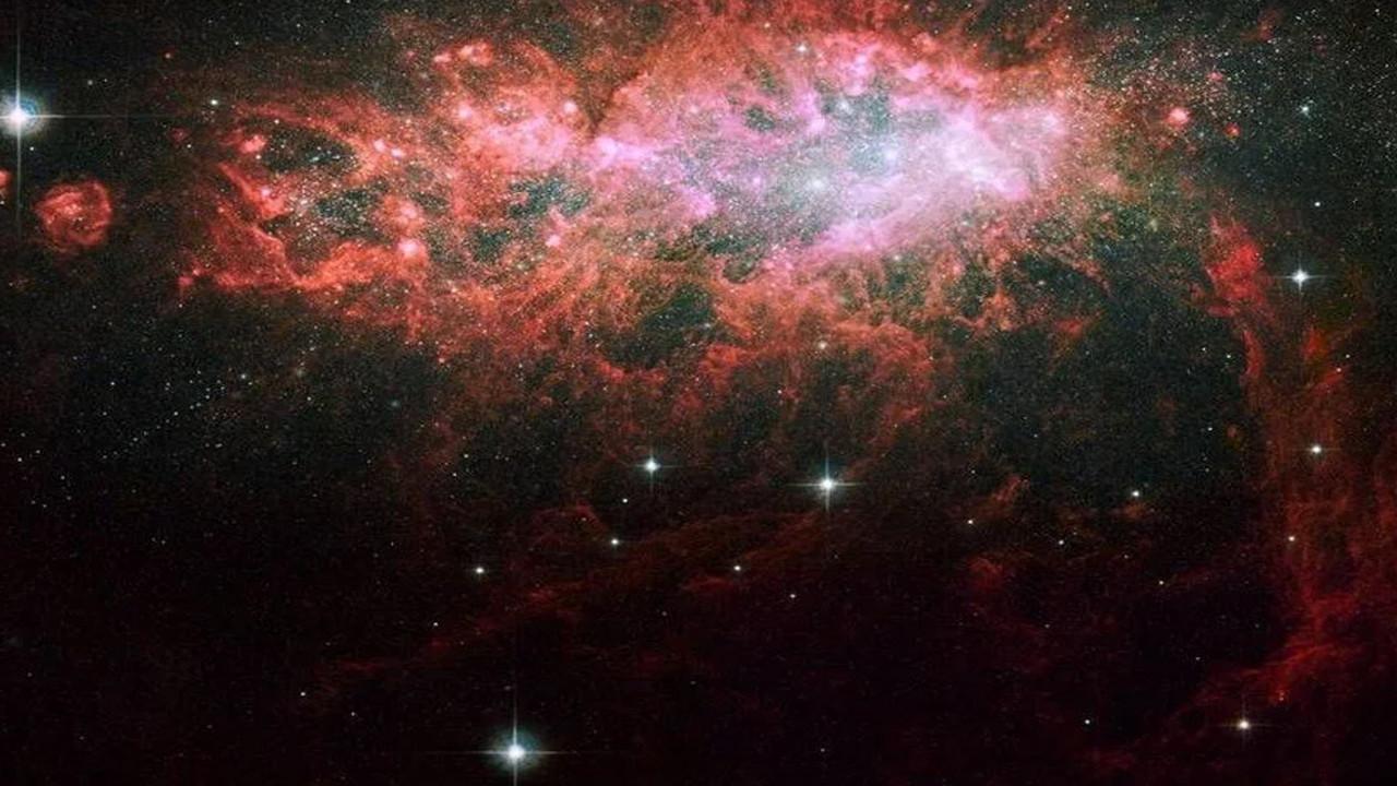Bilim insanları yansıyan galaksilerin nedenini buldu