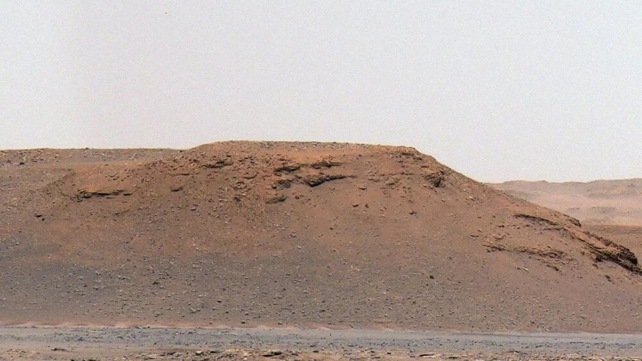 NASA fotoğraflarını paylaştı: Mars'ta tarihi keşif