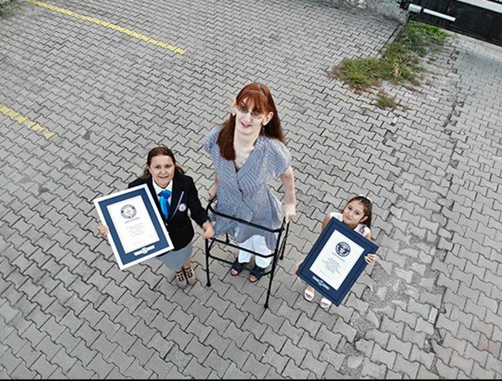 Dünyanın en uzun boylu kadını Rümeysa Gelgi, Guinness Rekorlar Kitabı'na girdi - Resim: 1