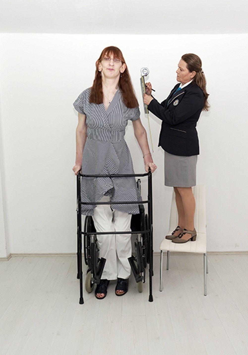 Dünyanın en uzun boylu kadını Rümeysa Gelgi, Guinness Rekorlar Kitabı'na girdi - Resim: 2
