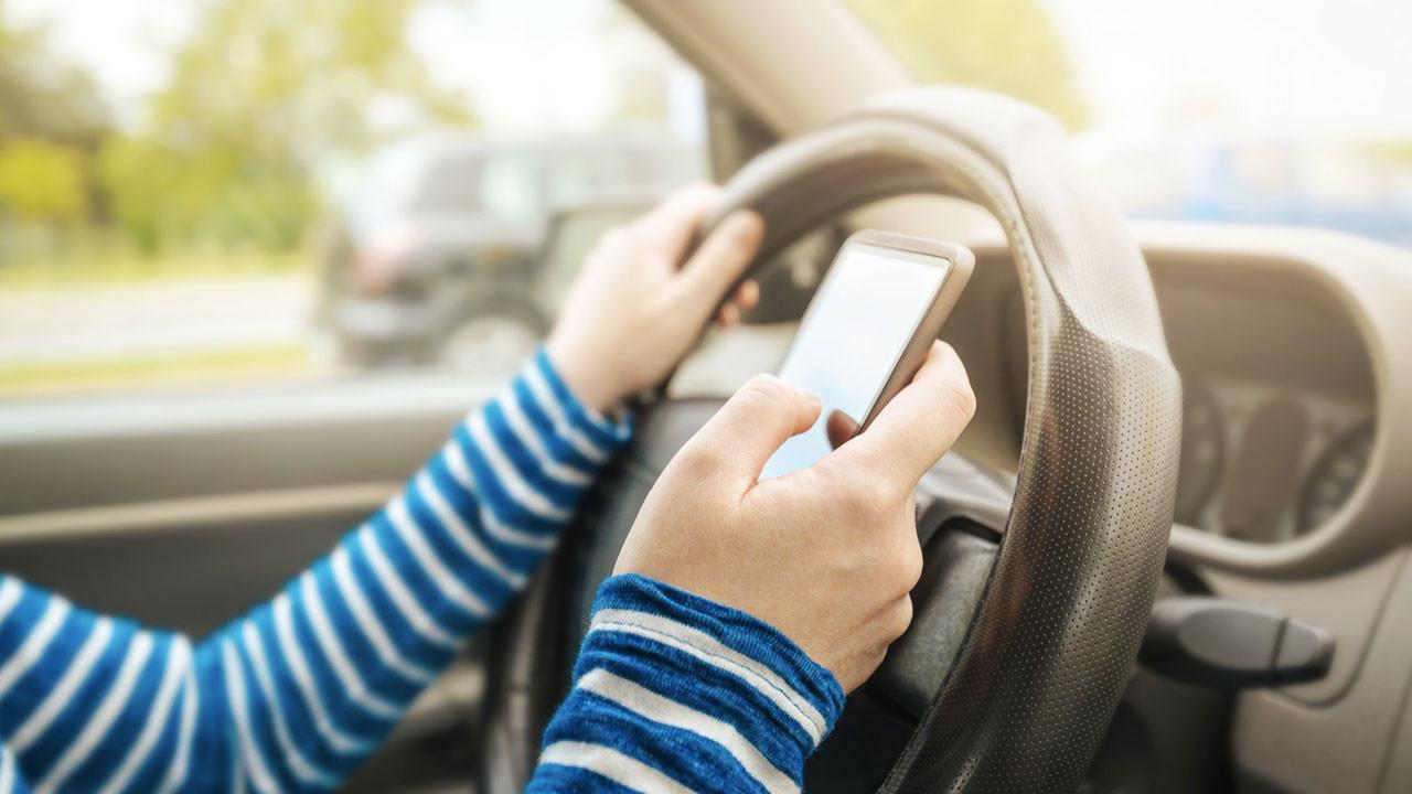 İstanbul'da sürücülere ''trafikte cep telefonu'' cezası yağdı