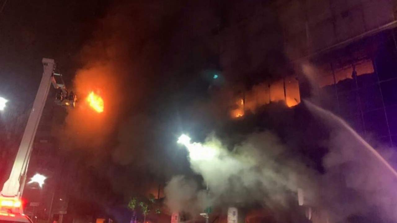 13 katlı binada yangın: Çok sayıda ölü var