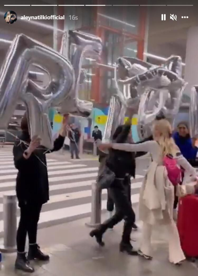 Türkiye'ye dönen Aleyna Tilki'den havaalanında dans - Resim: 4