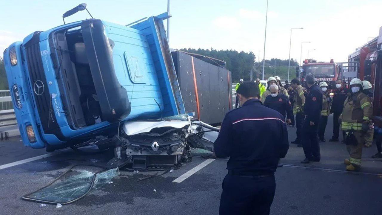 Kuzey Marmara Otoyolu'nda korkunç kaza: TIR otomobili kağıt gibi ezdi - Resim: 4