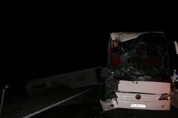 Öğrencileri taşıyan otobüsler kaza yaptı! Yaralı sayısı 40'a yükseldi - Resim: 1