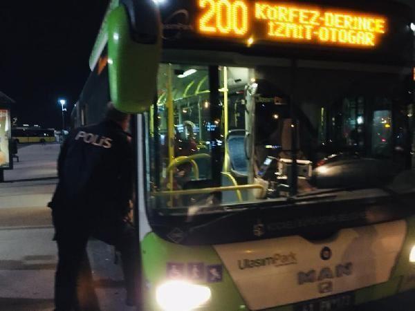 Otobüsten inmeyen koronavirüs hastası kadını polis indirdi - Resim: 1