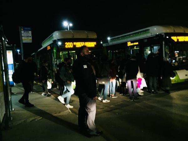 Otobüsten inmeyen koronavirüs hastası kadını polis indirdi - Resim: 3