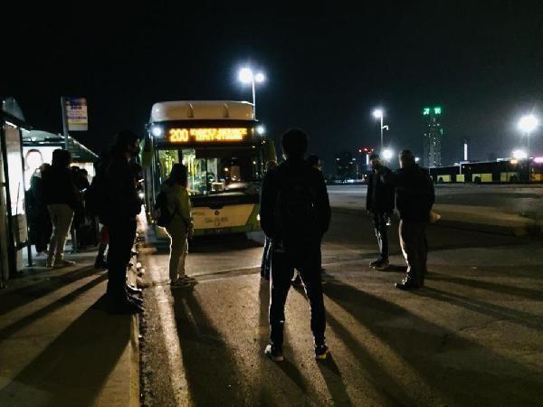 Otobüsten inmeyen koronavirüs hastası kadını polis indirdi - Resim: 4