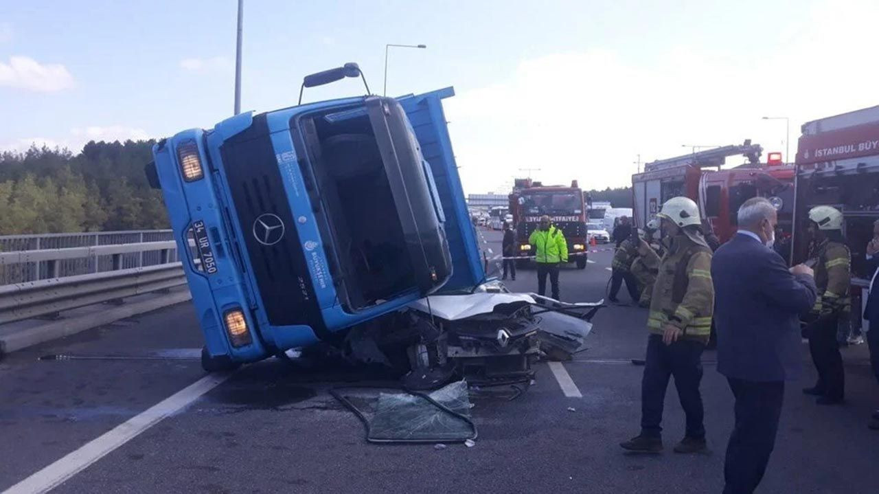 Kuzey Marmara Otoyolu'nda korkunç kaza: TIR otomobili kağıt gibi ezdi - Resim: 1