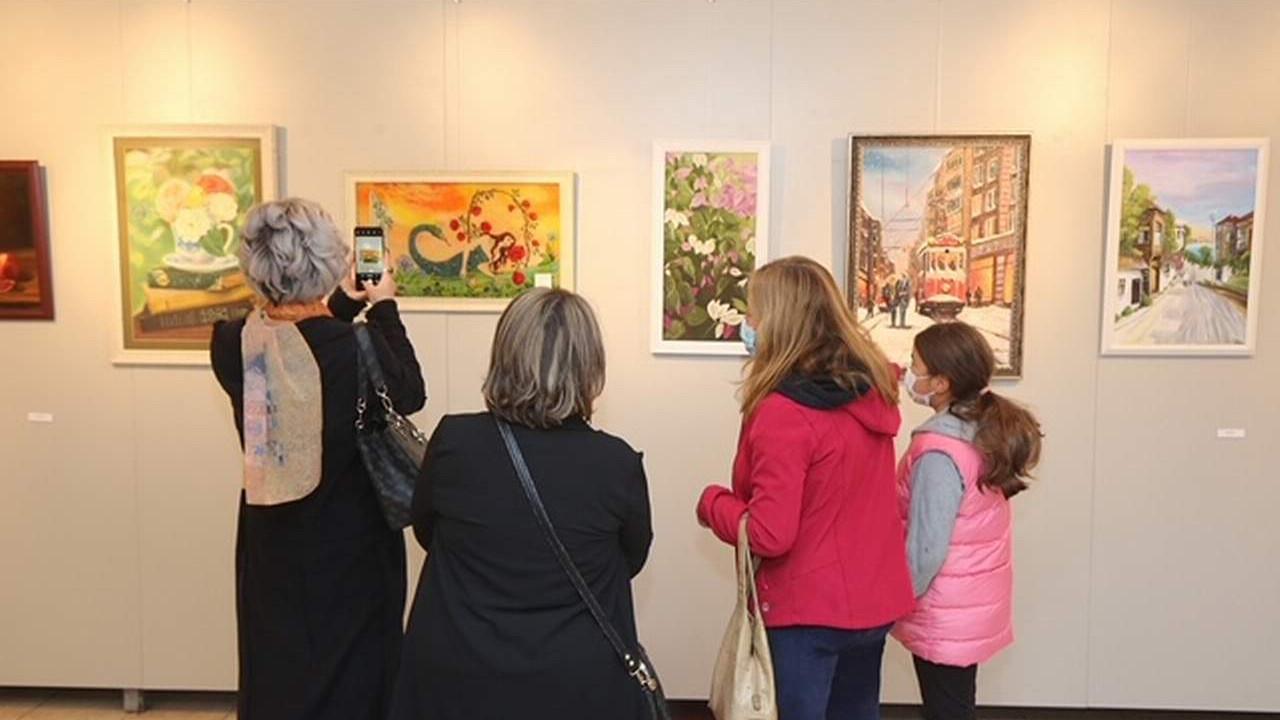 Küçükçekmece'de Büyük Küçük Elele -Sanatlara Yaraları Sarıyoruz sergisi