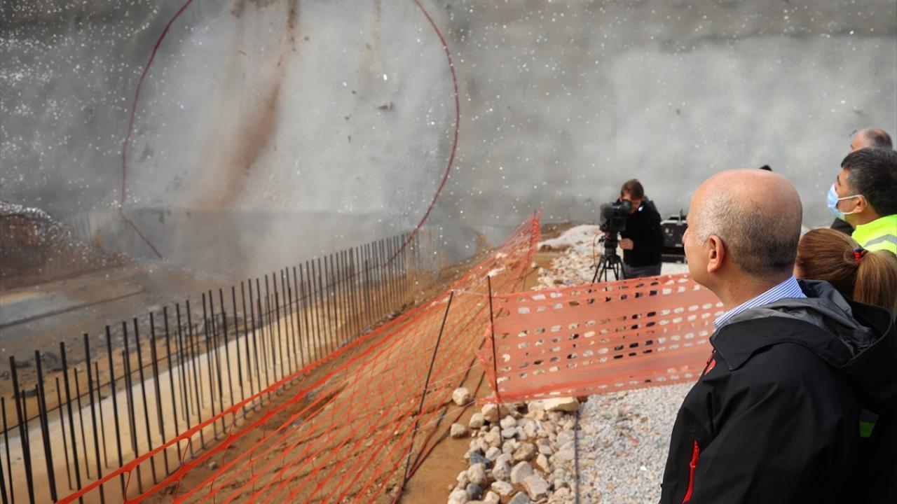 Ankara-İzmir YHT Projesi'nin tünelinde ilk ışık görüldü