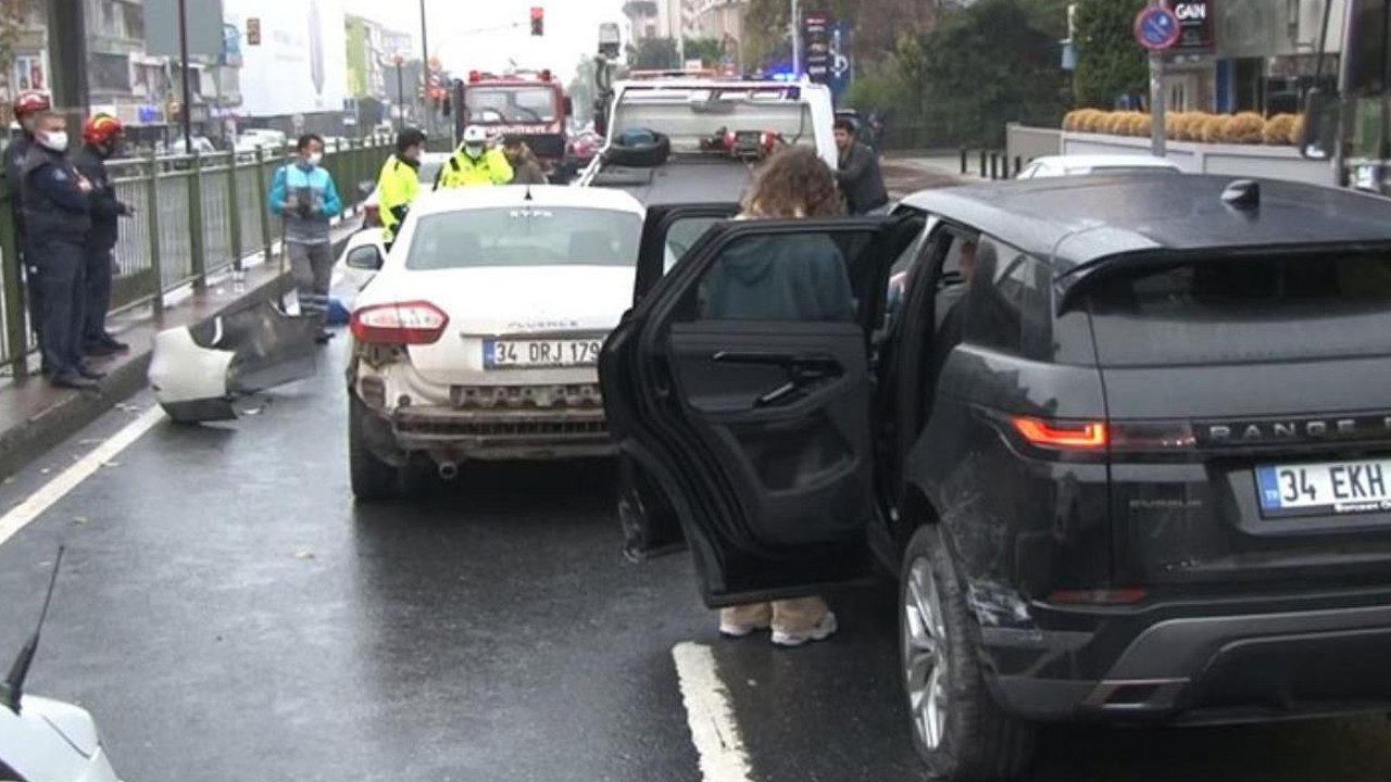 İstanbul'da milyonluk kaza! 4 araç birbirine girdi