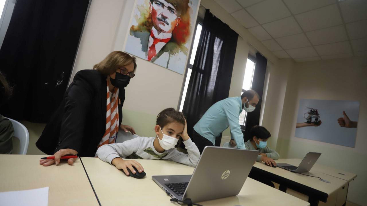 Kartal Belediyesi'nden çocuklara ''Robotik Kodlama'' eğitimi