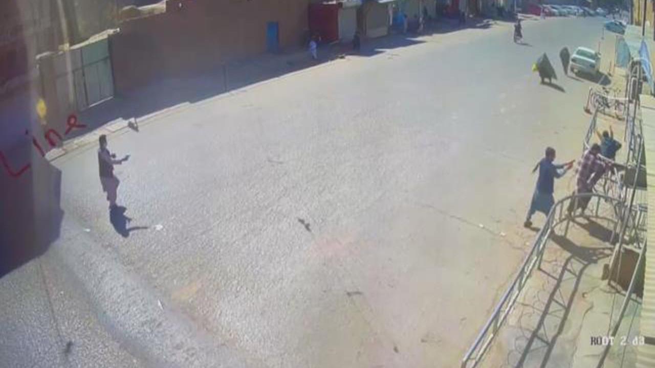 DEAŞ'ın 47 kişiyi öldürdüğü kanlı saldırı kamerada