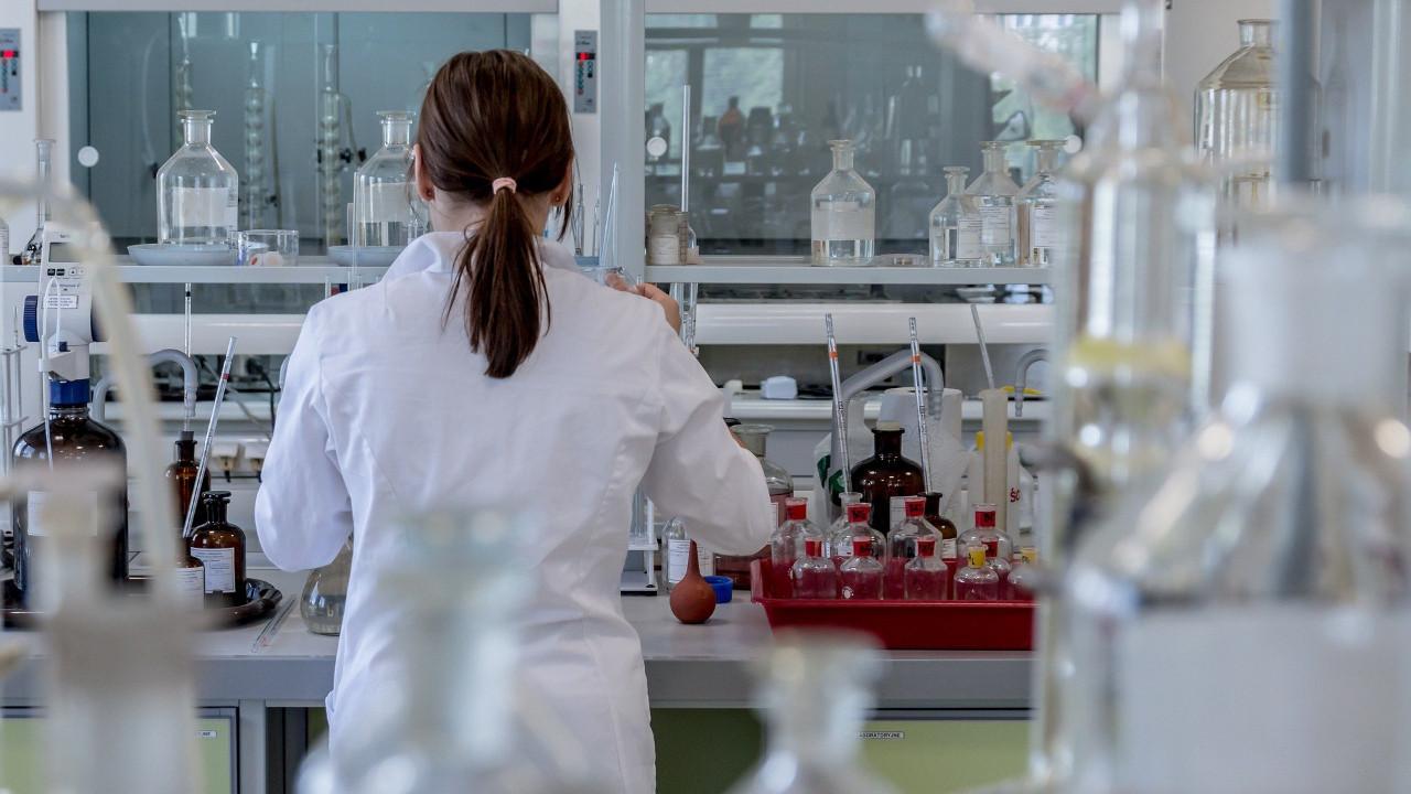 Uzun süren koronavirüsün nedeni ve belirtileri açıklandı