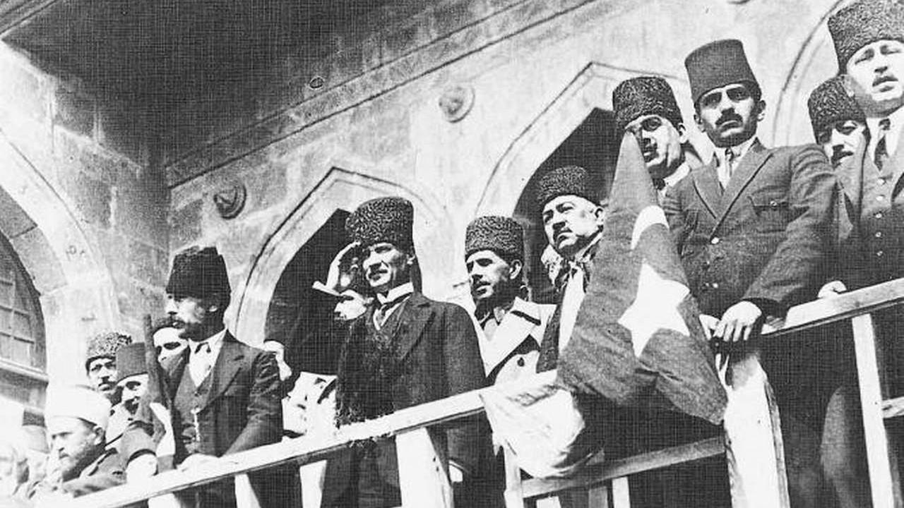 29 Ekim'de İzmir Marşı yasaklandı
