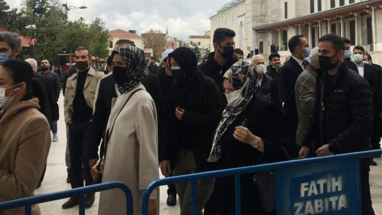 Sümeyye Erdoğan cenazede gözyaşlarına boğuldu
