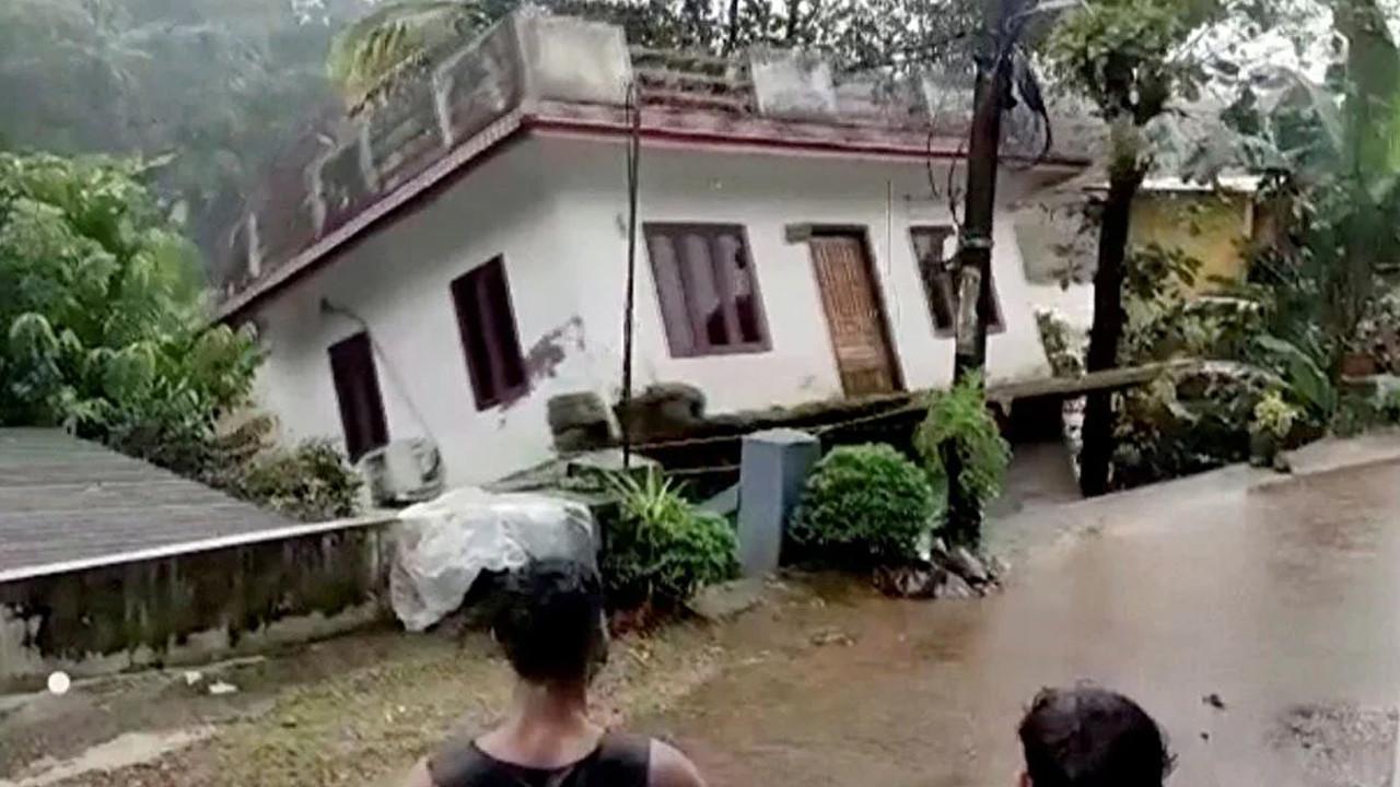 Sul suları evleri yıktı! Çok sayıda ölü var