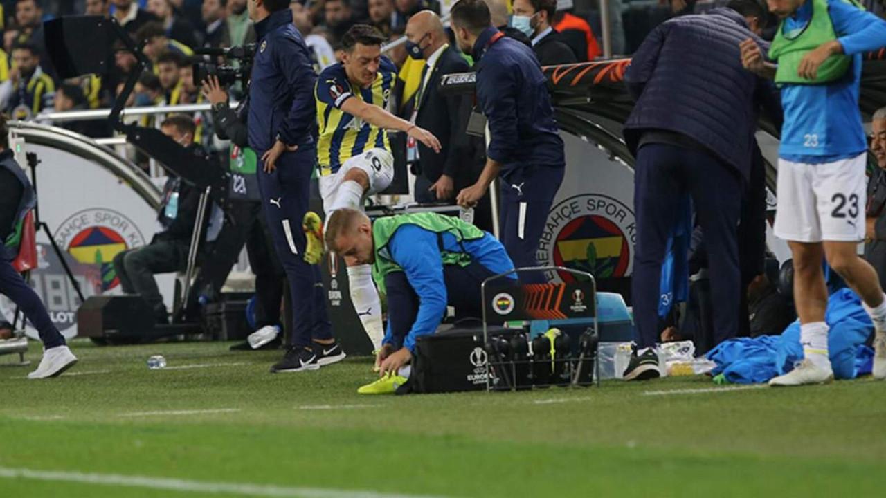 Mesut Özil oyundan alınınca çılgına döndü