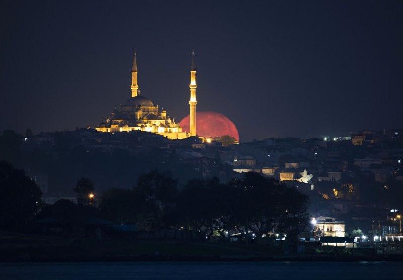 İstanbul'da dolunay şöleni böyle görüntülendi