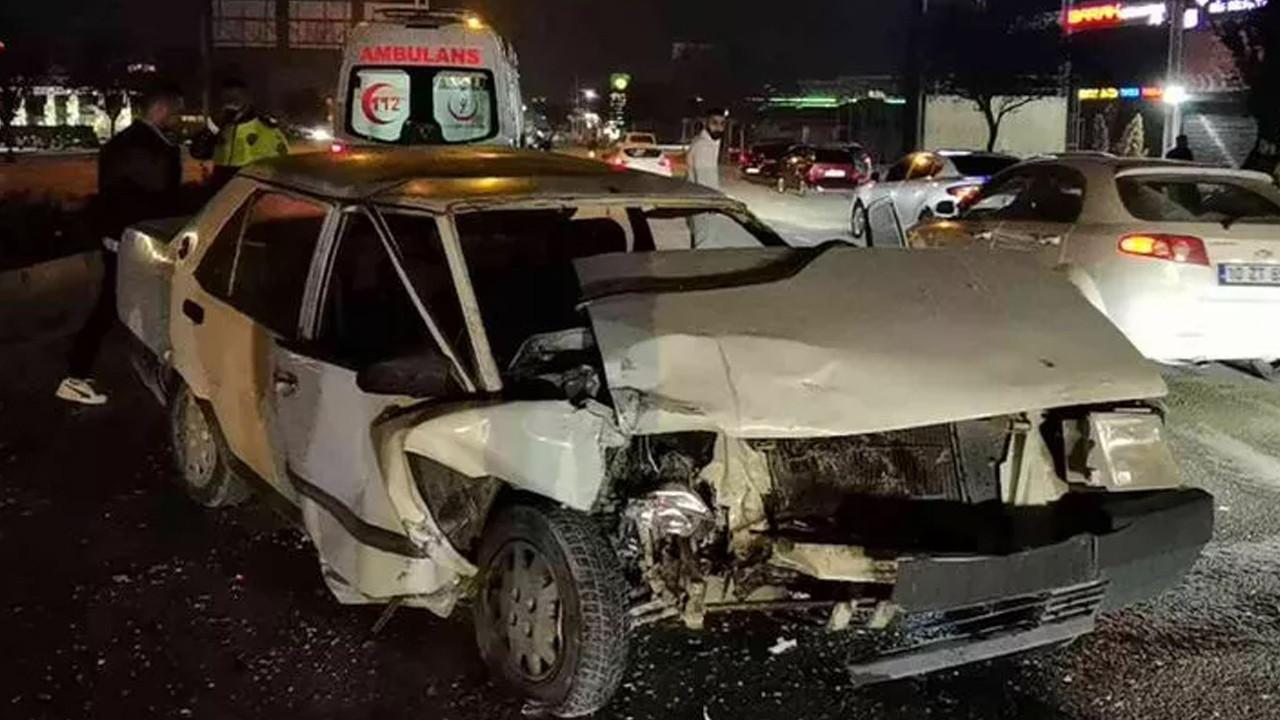 Kazada kanlar içinde kalan sürücü aracın derdine düştü
